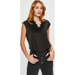 Vero Moda - Top Fanni. Czarne topy damskie Vero Moda, l, z elastanu. W wyprzedaży za 89,90 zł.
