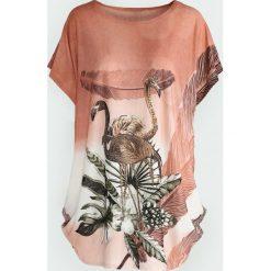 Łososiowy T-shirt Big Satisfaction. Czerwone bluzki damskie Born2be, xxl. Za 39,99 zł.