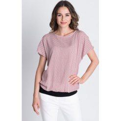 Wzorzysta bluzka ze ściągaczami BIALCON. Czerwone bluzki na imprezę marki BIALCON, oversize. Za 129,00 zł.