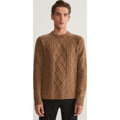 Sweter z raglanowym rękawem - Czerwony. Czerwone swetry klasyczne męskie marki Andrew James, l, z kaszmiru, z dekoltem w serek. Za 99,99 zł.