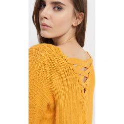 Sweter z wiązaniem na plecach. Żółte swetry oversize damskie Orsay, xs, z bawełny. Za 79,99 zł.
