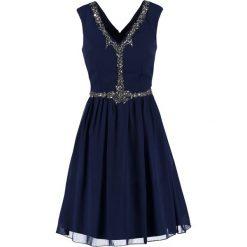 Little Mistress Sukienka koktajlowa navy. Niebieskie sukienki koktajlowe marki Little Mistress, z materiału. Za 359,00 zł.