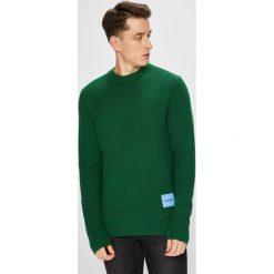 Calvin Klein - Sweter. Szare swetry klasyczne męskie Calvin Klein, l, z bawełny, z okrągłym kołnierzem. W wyprzedaży za 429,90 zł.