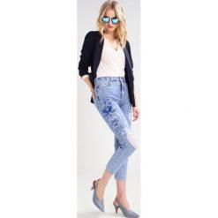 Topshop Jeansy Slim fit blue. Niebieskie jeansy damskie marki Topshop, z bawełny. W wyprzedaży za 237,30 zł.