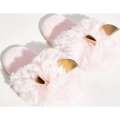 Pluszowe klapki z uszami - Różowy. Czerwone klapki damskie marki Sinsay. Za 39,99 zł.