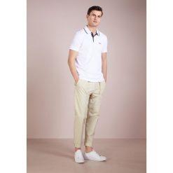 BOSS ATHLEISURE PEOS Koszulka polo white. Niebieskie koszulki polo marki BOSS Athleisure, m. Za 379,00 zł.