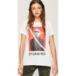 T-shirt z nadrukiem - Biały. Białe t-shirty damskie marki Sinsay, l, z nadrukiem. W wyprzedaży za 19,99 zł.