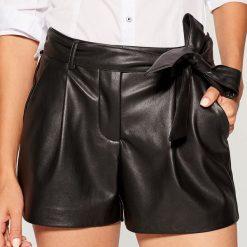 Szorty paperbag - Czarny. Czarne bermudy damskie Mohito. Za 99,99 zł.