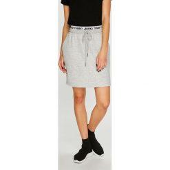 Tommy Jeans - Spódnica. Szare minispódniczki marki Tommy Jeans, m, z bawełny, proste. Za 299,90 zł.