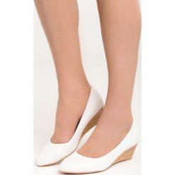 Białe Koturny Rule the World. Czarne buty ślubne damskie marki Kazar, z materiału, na wysokim obcasie, na koturnie. Za 79,99 zł.