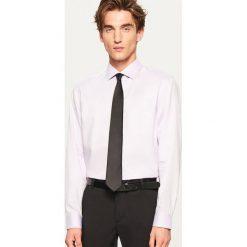 Koszula regular fit - Fioletowy. Fioletowe koszule męskie marki Cropp, l. Za 69,99 zł.