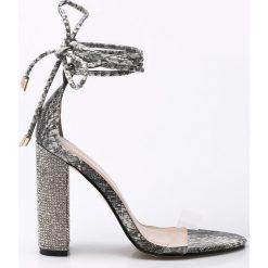 Public Desire - Sandały. Białe sandały damskie na słupku marki Public Desire, z materiału. W wyprzedaży za 119,90 zł.