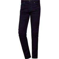 Emporio Armani Jeansy Slim Fit denim blu. Szare jeansy męskie relaxed fit marki Emporio Armani, l, z bawełny, z kapturem. Za 589,00 zł.