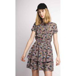 Sukienki hiszpanki: Rozkloszowana, krótka sukienka z krótkim rękawem