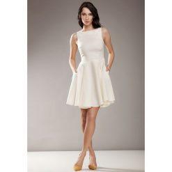 Sukienki: Kremowa Elegancka Sukienka bez Rękawów