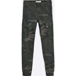 Name it - Spodnie dziecięce 128-164 cm. Czarne spodnie chłopięce Name it, z haftami, z bawełny. W wyprzedaży za 129,90 zł.