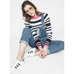 Tommy Jeans - Sweter. Szare swetry klasyczne damskie Tommy Jeans, l, z bawełny, z okrągłym kołnierzem. W wyprzedaży za 239,90 zł.