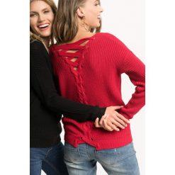 Sweter z wiązaniem na plecach. Żółte swetry oversize damskie marki Orsay, s, z bawełny, z golfem. Za 79,99 zł.
