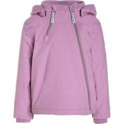 Mikkline BABY JACKET SOLID Kurtka zimowa violet. Fioletowe kurtki chłopięce zimowe marki Jack Wolfskin, z hardshellu. W wyprzedaży za 179,50 zł.