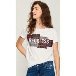 T-shirt z aplikacją - Biały. Białe t-shirty damskie Sinsay, l, z aplikacjami. W wyprzedaży za 14,99 zł.