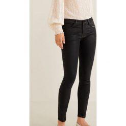 Mango - Jeansy Gloss. Czarne jeansy damskie rurki Mango, z bawełny. Za 199,90 zł.