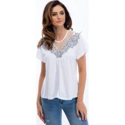 Biała bluzka z aplikacją w kratę 21249. Białe bluzki z odkrytymi ramionami marki Fasardi, l. Za 39,00 zł.
