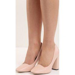 Różowe Czółenka Bodice Ripper. Czerwone buty ślubne damskie marki Born2be, na wysokim obcasie, na słupku. Za 69,99 zł.