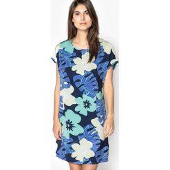 Sukienki dzianinowe: Prosta sukienka, kwiatowy wzór