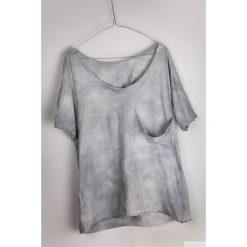 T-shirty damskie: Szary t-shirt luźna kieszeń - farbowany