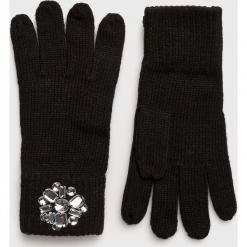 Guess Jeans - Rękawiczki. Czerwone rękawiczki damskie Guess Jeans, z aplikacjami, z dzianiny. Za 139,90 zł.