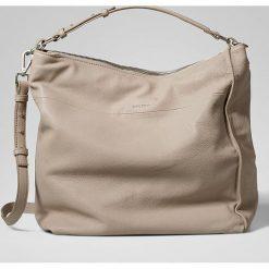 Skórzana torebka w kolorze beżowym - 40 x 36 x 15 cm. Torebki klasyczne damskie Marc O'Polo Accessoires, w paski, z materiału. W wyprzedaży za 591,95 zł.