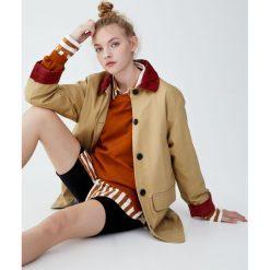 Beżowa kurtka worker ze sztruksowym kołnierzem. Brązowe kurtki damskie marki Pull&Bear, ze sztruksu. Za 199,00 zł.