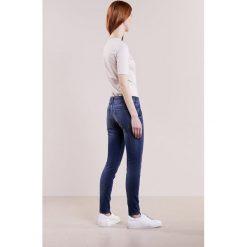 DRYKORN IN Jeans Skinny Fit stone washed blue denim. Niebieskie rurki damskie DRYKORN. W wyprzedaży za 503,20 zł.