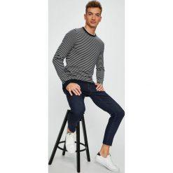 Tommy Hilfiger - Sweter. Szare swetry klasyczne męskie TOMMY HILFIGER, l, z bawełny, z okrągłym kołnierzem. Za 449,90 zł.