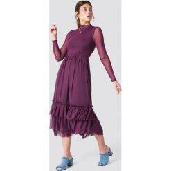 NA-KD Boho Siateczkowa sukienka z falbanką - Purple. Niebieskie sukienki boho marki NA-KD Boho, na imprezę, w koronkowe wzory, z koronki, na ramiączkach, mini. Za 242,95 zł.