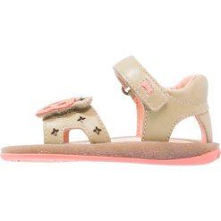 Camper TWINS  Sandały medium beige. Brązowe sandały chłopięce Camper, z materiału, z otwartym noskiem. W wyprzedaży za 223,30 zł.