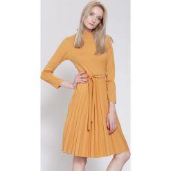 Sukienki: Camelowa Sukienka For You