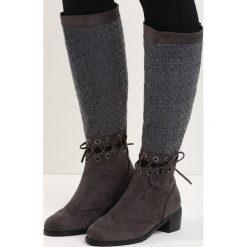 Ciemnoszare Kozaki Senior Shawl. Czarne buty zimowe damskie marki Kazar, ze skóry, na wysokim obcasie. Za 64,99 zł.