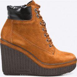 Calvin Klein Jeans - Botki. Brązowe buty zimowe damskie marki NEWFEEL, z gumy. W wyprzedaży za 459,90 zł.