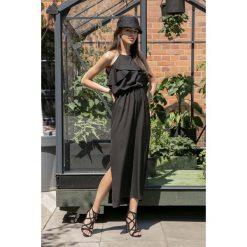 Czarna Długa Sukienka z Wiązanym Dekoltem z Falbankami. Czarne długie sukienki marki Molly.pl, na imprezę, na lato, l, wakacyjne, z falbankami, z długim rękawem. Za 149,90 zł.
