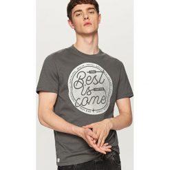 T-shirty męskie: T-shirt z hasłem best is come – Szary