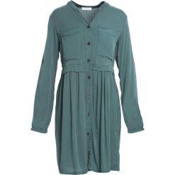 Ciemnozielona Sukienka Winner's Day. Zielone sukienki marki Reserved, z wiskozy. Za 79,99 zł.