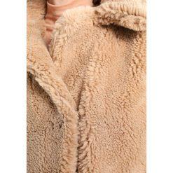 Płaszcze damskie pastelowe: Topshop TEDDY BEAR Płaszcz zimowy camel