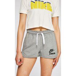 Nike Sportswear - Szorty. Szare spodenki sportowe męskie Nike Sportswear, l, z bawełny. W wyprzedaży za 139,90 zł.
