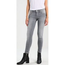 Mavi SERENA Jeans Skinny Fit grey sporty. Szare boyfriendy damskie Mavi. Za 339,00 zł.