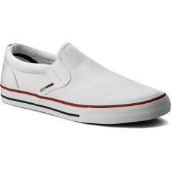 Tenisówki TOMMY JEANS - Textile Slip On EM0EM00002 White 100. Białe tenisówki męskie Tommy Jeans, z gumy. W wyprzedaży za 199,00 zł.