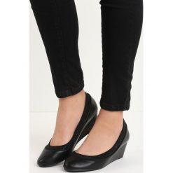 Buty ślubne damskie: Czarne Koturny Aeries