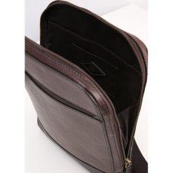 Fossil RORY Torba na ramię brown. Brązowe torby na ramię męskie marki Kazar, ze skóry, przez ramię, małe. Za 599,00 zł.