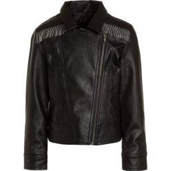 Sisley Kurtka ze skóry ekologicznej black. Czarne kurtki chłopięce Sisley, z materiału. W wyprzedaży za 233,10 zł.