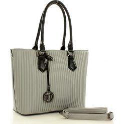 MONNARI Stylowa torebka w kształcie trapezu szary. Szare kuferki damskie Monnari, w paski, ze skóry, na ramię. Za 179,00 zł.